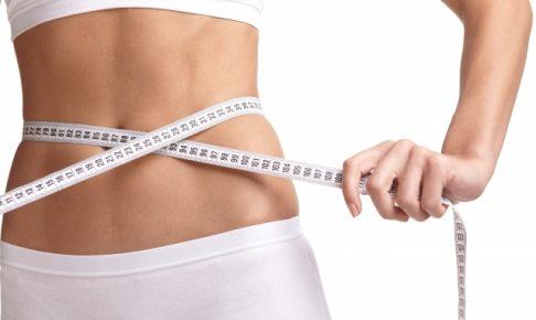 美しい腹筋の女性の画像